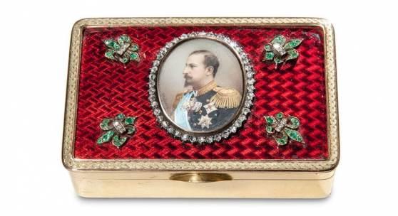 Lot 951 Fabergé – Geschenk-Tabatiere mit der Portraitminiatur Ferdinands I. Premiumpreis: 96.000 € (inkl. Aufgeld & MwSt.)