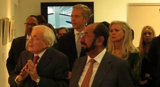 Seine Hoheit Dr. Scheich Sultan bin Mohammed Al Qasimi (vorne rechts) Ben Slots, Kurator (vorne links) Markus Eisenbeis, geschäftsführender Gesellschafter VAN HAM (Mitte) Brigitte Schenk, Galeristin (hinten rechts)