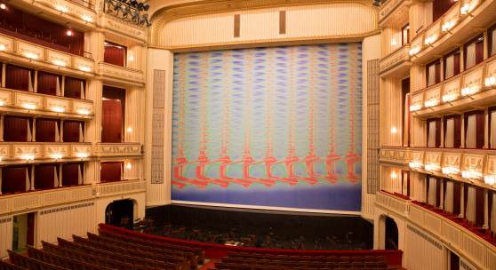 """Tauba Auerbach, """"A Flexible Fabric of Inflexible Parts III"""", Eiserner Vorhang 2016/2017, Wiener Staatsoper, Courtesy: museum in progress (www.mip.at)"""
