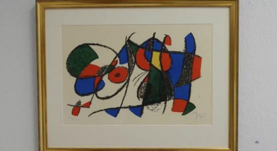 Bild 12: Joan Miró, Composition Lithograph 2, Farblithografie, 1974; Ex.:XXI/LXXX, 55&36,2 cm. 4.000 €. Gerahmt mit einer 3 cm Goldleiste, Passepartout und Mirogardglas UV70 = 4.370 €