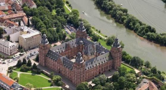 Bildtitel: Schloss Johannisburg, Aschaffenburg, Luftaufnahme  Foto: Bavaria Luftbild © Bayerische Schlösserverwaltung