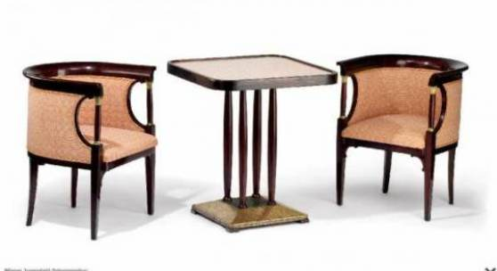 Wiener Jugendstil Salongarnitur: Bank, Tisch Und Paar Fauteuils. Tisch:  Plinthe Mit