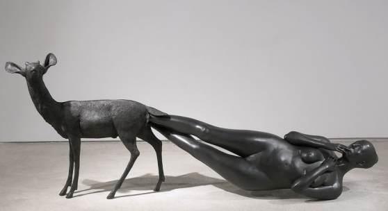 Kiki Smith: Born, 2002. Bronze 99.1 x 256.5 x 61 cm. Foto: Ellen Page Wilson, courtesy Pace Gallery (c) Kiki Smith. courtesy Pace Gallery