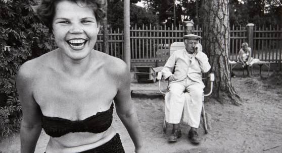 William Klein (*1928) Bikini, Moscow 1959 Schätzpreis: 4.000–5.000 Euro