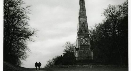 Obelisk Rheinsberg, 2000 © Barbara Klemm