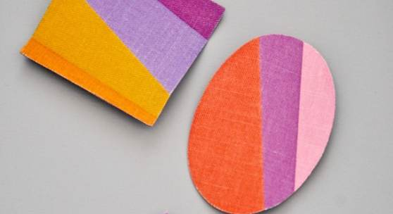 """Konstanze Prechtl, """"About Colour""""/""""FunFan"""", Halsschmuck, Broschen, Leinen bedruckt, Holz, Baumwolle, Farbe"""