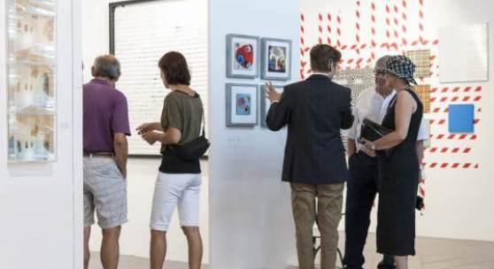 Die Gespräche zwischen Kunstsammlern und Ausstellern stehen bei der Art Bodensee im Vordergrund. (Copyright: Messe Dornbirn)