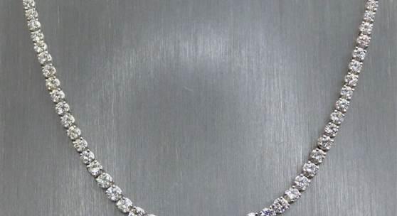 Diamantcollier 18 kt. Weißgold, besetzt mit 117 Brillanten im Verlauf, zus. ca. 17 ct., Mindestpreis:5.000 EUR
