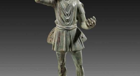 Helios. Römische Kaiserzeit, 2. - 3. Jh. n. Chr. Bronzehohlguss, H 31cm. Aufrufpreis:64.000 EUR Schätzpreis:80.000 EUR