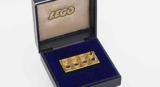 Lego Stein in 585 Gold 585/- Gelbgold gepunzt, 2x4 Noppen, Vergabe dieser Steine zwischen 1979 und 1981 an Mitarbeiter für 25 Jahre im Unternehmen sowie an Geschäftspartner von LEGO Mindestpreis:14.000 EUR Aufrufpreis:14.000 EUR