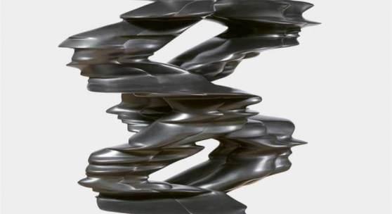 """Tony Cragg Runner Bronze mit schwarzer Patina. 150 x 106 x 46 cm. Im unteren Bereich mit Signaturstempel """"Cragg"""" sowie Gießerstempel """"SCHMÄKE DÜSSELDORF"""". Unikat.  Schätzpreis:300.000 - 400.000 EUR"""