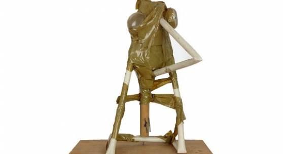 Anzinger, Siegfried Kunststoffbehälter, Klebeband, Nägel montiert auf Holzplatte, 46 x 38,4 x 22,5 Schätzpreis: 3.000 - 3.000