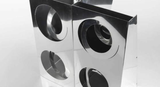 Enzo Mari, Multiple 'Quattro Spirali', 1958/68 Multiple 'Quattro Spirali', 1958/68 H. 39 x 39,5 x 30 cm.  Danese, Mailand. Aluminiumblech, manuell geschnitten.  Schätzpreis:1.500 - 2.500 EUR