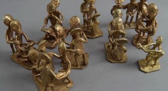 304 Neun Erotik-Skulpturen aus Messing, verschiedene Skulpturen in unterschiedlicher Pose, H 8,5cm