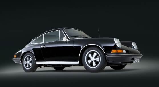 Ein Porsche 911 S 2,4 Coupé (1973) aus dem Besitz des britischen Künstlers und Urvaters der Pop Art Richard Hamilton, kommt in der Auktion, die Bonhams in Chichester/Goodwood am 26. Juni 2015 durchführt, zum Aufruf. Hamilton hatte ihn mehr als 30 Jahre.