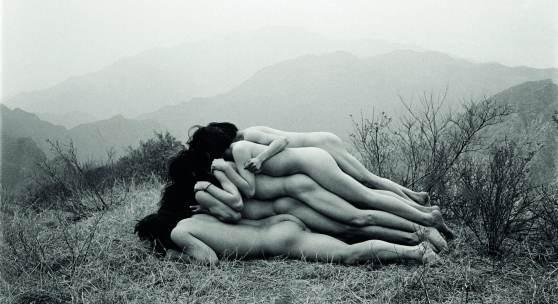 Zuoxiao Zuzhou To Add One Meter to an Anonymous Mountain, 1995 Silbergelatine-Abzug 120 x 160 cm © Zuoxiao Zuzhou Sammlung Wemhöner