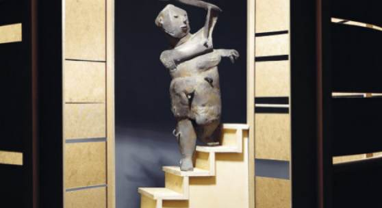 Micha Zweifel, Lift, 2019, Bronze, Sperrholz, MDF, 160 × 240 × 180 cm, Ausstellungsansicht ONONO, Rotterdam, Courtesy of the artist