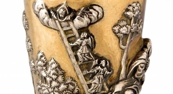 Kidduschbecher aus der Sammlung Max Hahn, Ansicht 2, Silber vergoldet, Darstellung der Jakobsgeschichte (Traum, Himmelsleiter, Kampf mit dem Engel), 9,3 cm, Foto: © MKG/Joachim Hiltmann