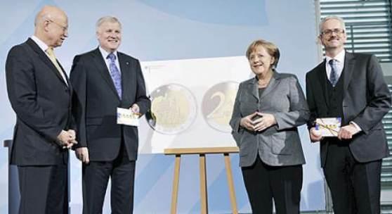 """Präsentation der 2-Euro-Gedenkmünze """"Bayern"""" im Bundeskanzleramt am 9. Februar 2012"""