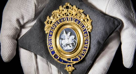 Great Britain, The Most Noble Order of the Garter, a magnificent Lesser George Sash Badge, with central agate cameo of St George and the Dragon by Benedetto Pistrucci set in a fine 22 carat gold and blue enamel mount by William Clutton, with engraved presentation inscription on the reverse Estimate £100,000-150,000