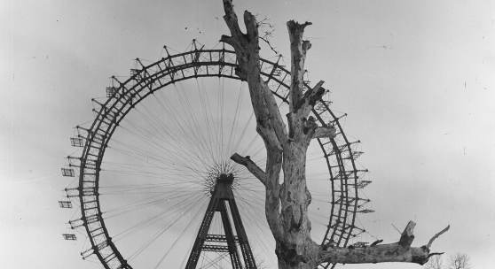 Das Wiener Riesenrad 1945 – © Okamoto / ÖNB