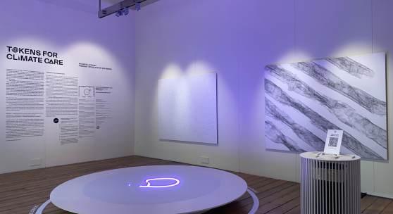 Process – Studio for Art and Design (Martin Grödl und Moritz Resl),  Tokens for Climate Care, 2021 Interaktive Laserinstallation, Österreich-Beitrag / London Design Biennale 2021, Installation view, © Process – Studio for Art and Design