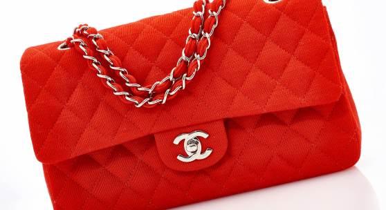 Red Matalassè bag (est. €1,500 - 2,500)