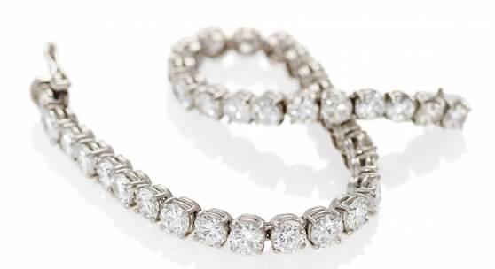 René Kern Diamant-Armband | Düsseldorf | Um 1960 | 950/- Platin | 33 Brillanten zus.ca. 15 Karat Ergebnis: 25.800 Euro