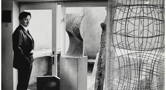 Vjenceslav Richter mit Systemplastiken, 1967, MSU Zagreb/Museum für zeitgenössische Kunst Zagreb/Archiv Richter, Foto: Marija Braut