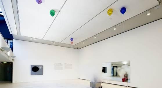 """Ausstellungsansicht """"Right here. Right now."""", 2020 © Kunsthalle zu Kiel, Foto: Helmut Kunde"""
