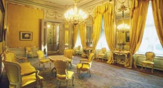 Rokokozimmer ist niedriger und wirkt üppiger ausgestattet als die anderen Prunkräume.(c) albertina-artivity.at