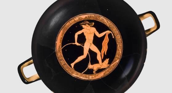 Abbildung: Knabe mit Hund, Trinkschale aus Athen, Ton, um 480 v. Chr., Foto: Staatliche Antikensammlungen und Glyptothek München, fotografiert von Renate Kühling