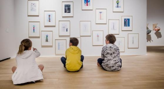 In der Ausstellung Die KLEINE, Kunstpalast, 14.6.-28.6.2020, Foto: Anne Orthen