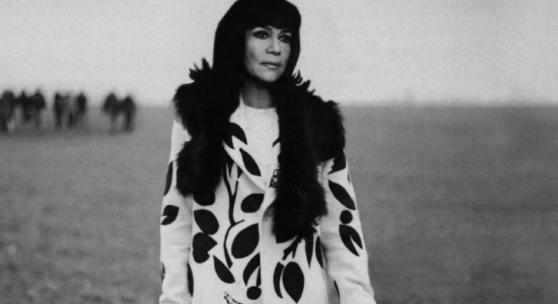 "Szene aus dem Film ""Die Unberührbare"" im Dior-Mantel. © Impress/United Archives/picture alliance"