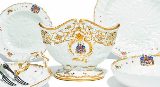 Sieben Teile des Schwanenservices Meissen | 1737-1738 Modelle Johann Joachim Kaendler, Johann Friedrich  Gesamttaxe: 48.000 - 67.000 Euro Die Objekte werden einzeln aufgerufen.