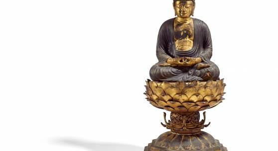 Sitzender Buddha Amida Nyôrai Japan | Kamakura-Zeit (1185 – 1333) | Holz mit Lack und Vergoldung | Höhe ca. 72 cm Ergebnis: 77.400 Euro