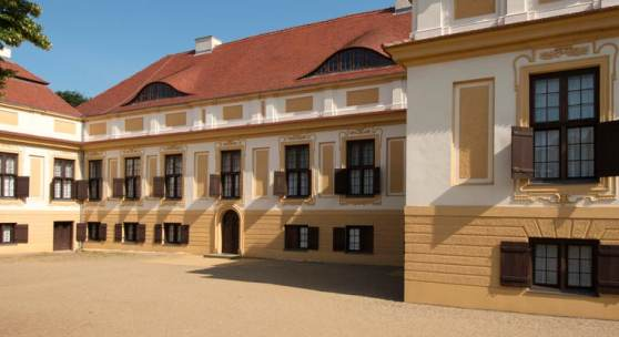 Schloss Caputh bei strahlend blauen Himmel