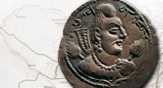 DAS ANTLITZ DES FREMDEN Die Münzen der Hunnen und Westtürken in Zentralasien und Indien (Unbekannter Alchan-König 1. H. 5. Jh. Drachme (Silber) © Collection Jean-Pierre Righetti)