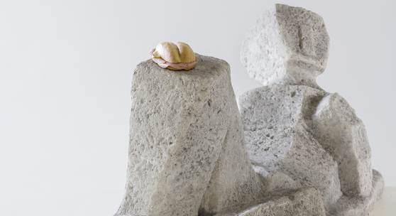 """Erwin Wurm, """"Ohne Titel"""", 2016, (unter Verwendung von: Fritz Wotruba, """"Liegende Figur"""", 1953), Foto: Universalmuseum Joanneum/N. Lackner, © Bildrecht, Wien 2017"""