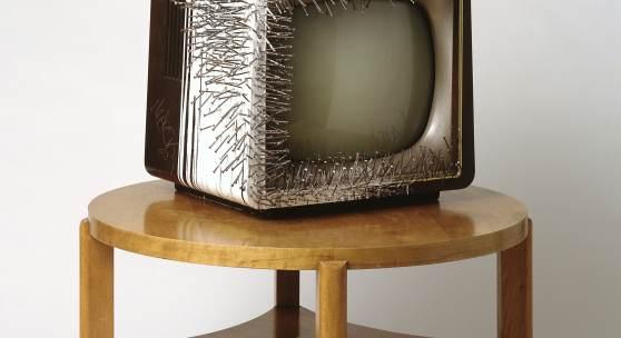 Günther Uecker, TV auf Tisch, 1963, Skulpturenmuseum Glaskasten Marl © 2016, ProLitteris, Zürich