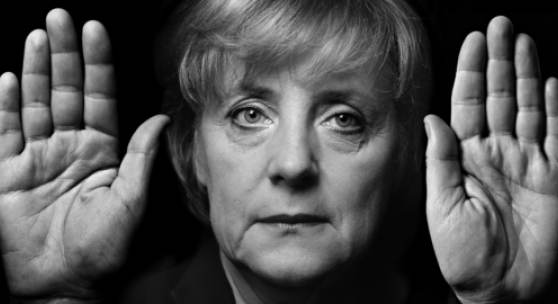 Walter Schels, Angela Merkel, Bundeskanzlerin, 2005 aus der Serie »Hände« 55 x 27 cm, Pigment-Print © Walter Schels