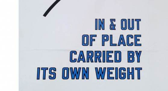 Lawrence Weiner In & Out of Place Carried by Its Own Weight, 2011 Sprache und Technik situativ Courtesy of Moved Pictures Archive, NYC & Mai 36, Galerie, Zürich © 2014 ProLitteris, Zürich