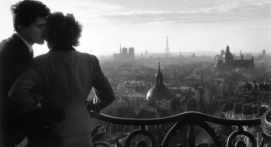 Willy Roni, Les amoureux de la colonne de Bastille, 1957 -© Artcurial