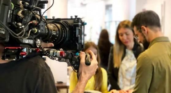 Kamera-Team begleitet Mode- und Accessoires Experte Xenofon Kouroudis