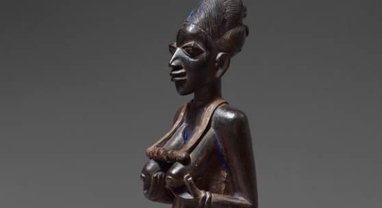 Weibliche Figur ist mit einer Taxe von 30/50.000 eines der Highlights der Auktion (Lot 124)