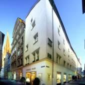 Aussenansicht Geschäft in Regensburg (c) antikhaus-insam.de
