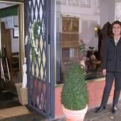 Geschäftsansicht mit Frau Schädler (c) kabinett.alien.de
