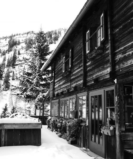 verschneite kohlmeierhütte