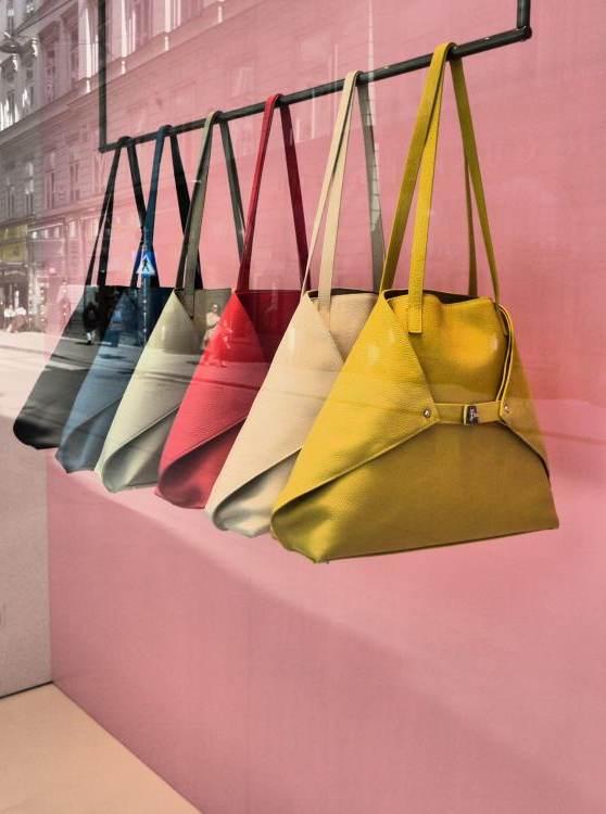 Regenbogenparade der Taschen