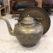 Los-Nr. 7 Antiker Riesiger Teekessel und Tablett, Persien um 1970 Kupfer teilweise verzinnt und geschmiedet. Ein reich verziertes Prunkstück ist dieser außergewöhnliche ...  Ausruf: 5.000,00 €